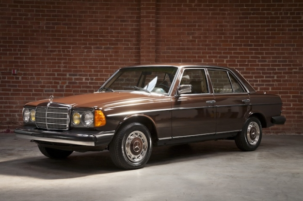 Mercedes motoring 1980 300d diesel sedan for Garage mercedes bron