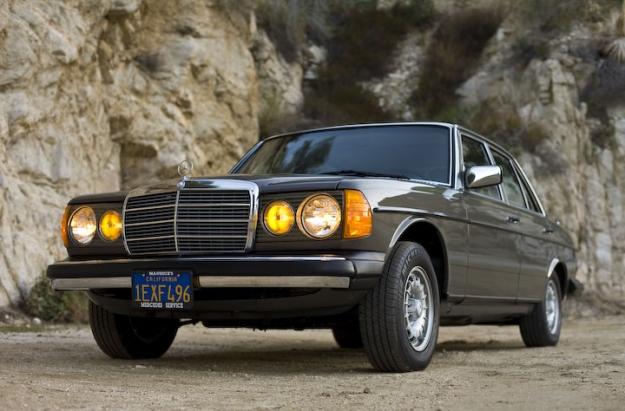 Mercedes motoring 1982 300d turbo diesel sedan for Mercedes benz turbo diesel