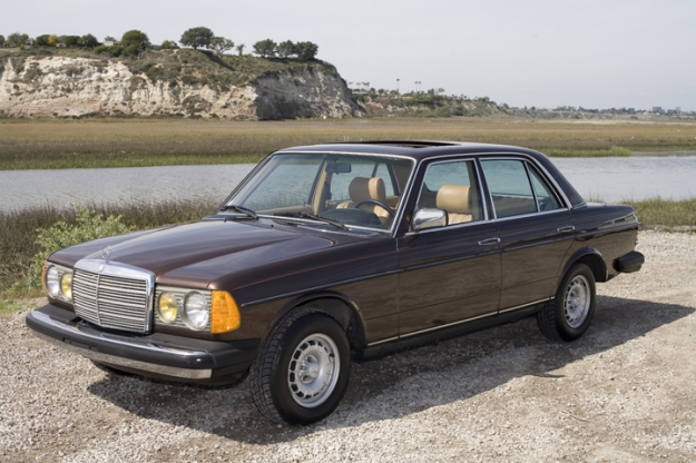 Mercedes motoring 1982 300d turbo diesel sedan for Garage mercedes bron