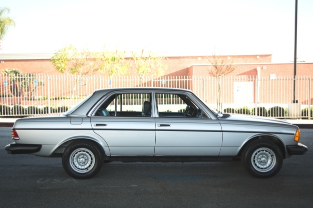 Mercedes Motoring - 1984 300D Turbo Diesel Sedan