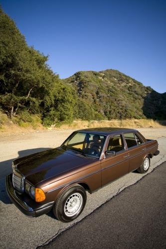 Mercedes motoring 1984 300d turbo diesel sedan for Garage mercedes bron